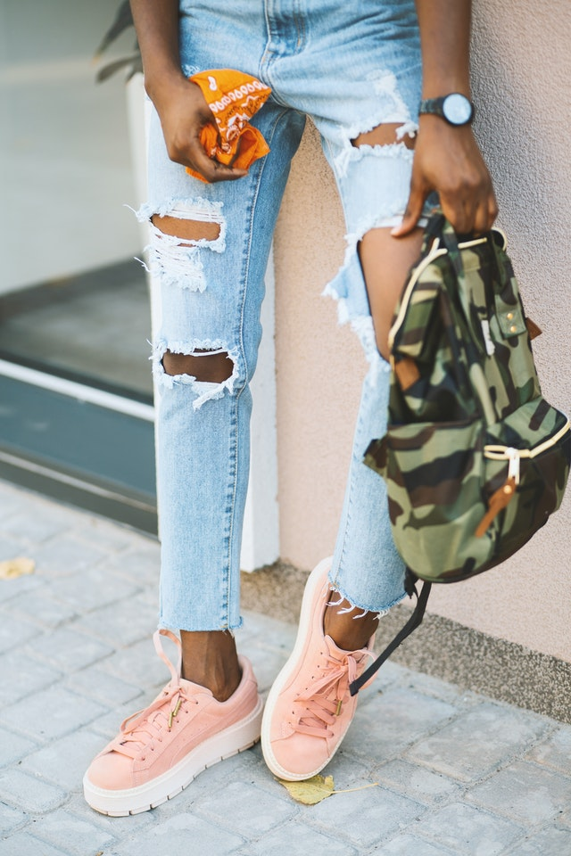 pic of legs in ripped jeans