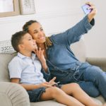 selfie mom and son ivan-samkov-4624964
